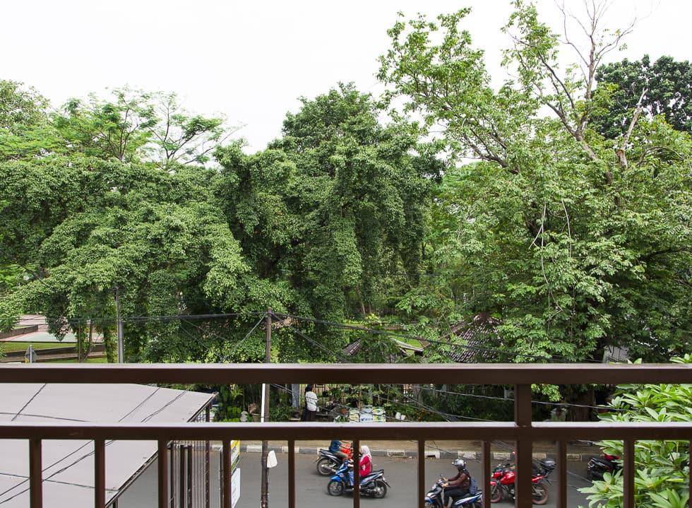 Burgreens Unveils New Branch in Tebet