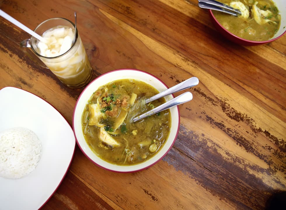 Zest for Chicken in Soto Ambengan Cak Di