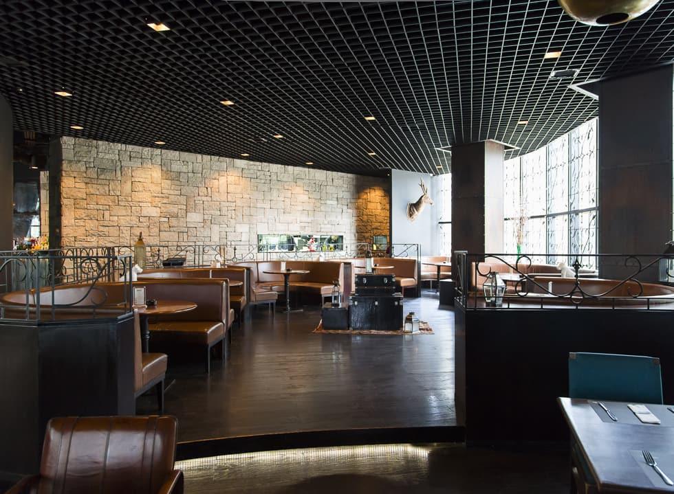 Check Into Otel Lobby